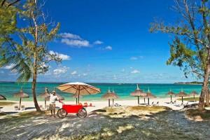 Emeraude--EBA_beach-service-with-Coco-2