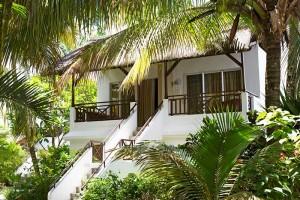 Emeraude-EBA_bungalows-and-garden