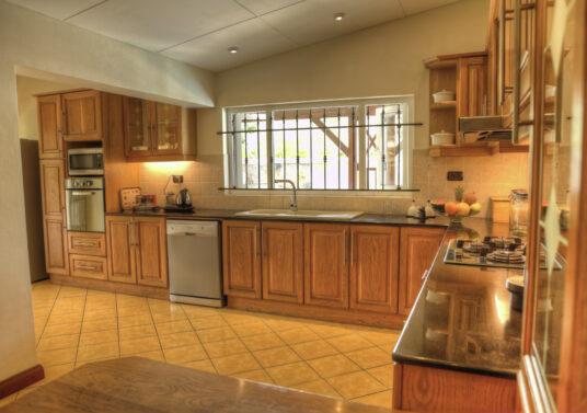Kitchen (2) HDR