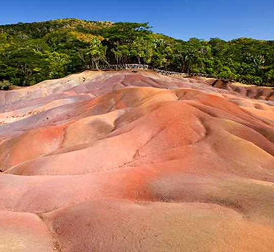 4.Chamarel-7-colored-earth